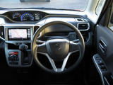 インパネシフト仕様の運転席周りです。足元が広く室内移動もラクラクです!