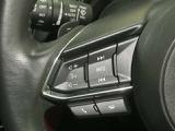 走行中でも、インターネットラジオの受信やハンズフリー通話など、便利で楽しい多彩な機能が安全に操作できます。