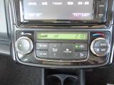 オートエアコン付。車内の温度調整が簡単です。