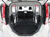 後部座席を収納すれば荷室を更に拡大。大きな荷物もお任せください