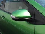 LEDドアミラーウィンカー。オートライトやレインセンサーワイパー、スマートキー、ダークガラスなどと同じくメーカーセットオプションです。後からでは装着できないオプションです。