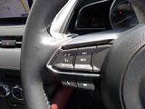 ステアリングにはリモートコントロールスイッチを装備し、運転に集中しながらオーディオ類の操作も可能です。わき見運転の防止につながり、うれしいアイテムですね。