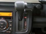 ■変速ショックの無いCVT(無段変速車)インパネシフトで、スムーズなシフト操作とサイドウォークスルーも可能です!