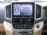 パノラミックビューモニターになります。上から車両を見下ろしたような映像をナビ画面に表示致します。