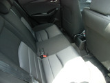 ゆったりとしたサイズを持つリアシート、体に沿ってシートがしなやかにたわむ構造になっているので、長時間ドライブも快適で~す。