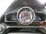 エンジン回転計を中央の配置したスポーティなメーターディスプレイ☆