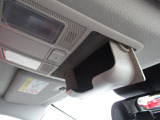 オーバーヘッドには、便利なサングラスケースが、付いてます。
