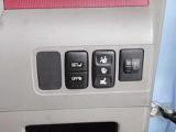 たくさんのスイッチ類が配置されたパネルを見るだけでもこの車の充実した装備がお分かりいただけますよね☆
