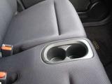 フロントシートには、ドリンクホルダーも付いてます