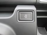 左リヤドアは電動スライドドアです。運転席からも操作できます