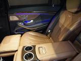 フットレスト付エグゼクティブリアシート。後席は利便性と快適性を高めています。