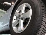 15インチアルミホイール。タイヤサイズは195/65R15 91Hになります。