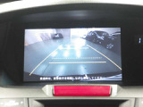 リアカメラ付きです。駐車の際、これがあれば車庫入れに自信が無い方も安心です!一度使うと手放せない必須装備です!