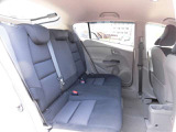 後席シートには3人乗車できます。