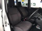 前席のシートはセパレートタイプです。センターウォークスルーになっているので、前後の移動もスムーズに行えます。