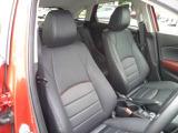 長距離ドライブも体をしっかりサポートするフロントシートはショルダー部までサポートしています。
