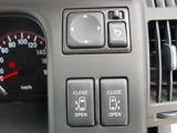運転席からリモコンひとつでスライドドア簡単開閉。