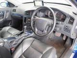 運転席に向けて角度のついたダッシュボードは、スポーティかつパーソナルな雰囲気を感じさせます