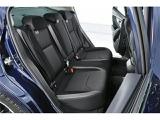 滑らかな触感とスポーティな雰囲気が魅力のシートと、充実した上級装備を組み合わせた質感高いプレミアムな空間を演出します。