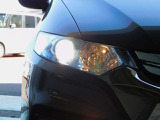 HID(ディスチャージライト)・高効率・低消費電力タイプのライトで、より広い配光と長い照射距離が得られます。