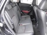 決して広くないリヤスペースですが、前席と同じようなホールドの良いシートや足を伸ばせるスペースがあり快適です。