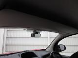 ルームミラー上のオーバーヘッドコンソールには、見た目以上に物を詰め込むことができます!