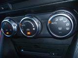 温度設定するだけで、風量吹き出し口を自動で選んでくれ、年中快適な車内にしてくれるフルオートエアコン。