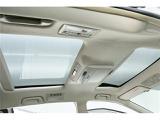 人気オプションのガラスルーフ搭載!開放的な車内で快適ドライブ♪