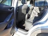 リアドアも大きく開きますので後席に乗られる方も快適です。またリアシートも足元広々です。