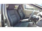 フロントシートです!運転席にはシートハイトアジャスターが装備されていますので、シートの高さの調整が可能です!小柄な方でもクッション等を敷かずに前が見やすくなります!