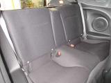 後部座席は2名分装備されていますが、初代CR-Xと同様に最小限の空間しか無く、大人は上半身をかがめて座る必要があります。いざと言う時のエマージェンシーシート・・・ですね!