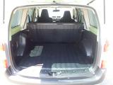 しっかりと広さのあるラゲージスペース。分割タイプのシートは乗車人数や乗せる荷物に合わせて自在にアレンジできます。シートは簡単に倒せますので、是非一度、お試し下さい♪