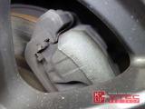 S2000の数少ない弱点でもあるリアブレーキはキャリパーの焼け、酸化なくキレイな銀色を保っており、メンテナンス状況の良さが伺えます。