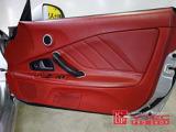 ここまで真っ赤な内装はAP1-120型から200型のみ設定可能でした。ダッシュボードもクリーンな状態です。