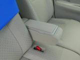 運転席はアームレストを装備!楽な姿勢をとれます。いわゆる肘掛です。。。