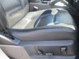 運転席と助手席は電動です。本革シートもキレイな状態を保っています。