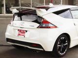スポイラーがスポーツカーの魅力を引き立ててくれますね!オプション装備の1台です!