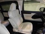 ドライバーのかたと助手席のかたが座るシートです。実際お座りいただくのが、一番分かりやすいと思います。お気軽にご来店ください!