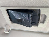 ETCは運転席頭上のサンバイザーの裏側に設置される「スマートイン」タイプです。マツダの純正ディーラーオプションです。