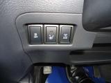 運転席、助手席にシートヒーターが付いています。
