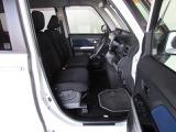 コンパクトボディに少し高めのルーフ、フロントドアの広い開口で乗り降りしやすく、運転席は結構広くゆったりできる室内です!