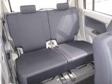 後席は広々とした空間!!座った印象なんですが、足元も広く大人がゆったり座れ思ったより圧迫感のない印象です♪