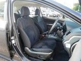 運転席と助手席がパワーシートなのですがプラウドエディションだから装備な訳ではありません。メーカーオプションです。あるとうれしい装備のひとつでもありますね。微調整できるのが便利なところです。