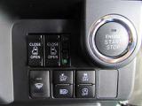 室温設定ダイヤルとプッシュボタン操作で簡単、見やすい液晶表示のオートエアコンで一年中車内は快適。