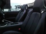 2席ともシートヒーターが御座いますので、秋から冬場のオープンドライブも楽しめます。