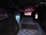 ドライバーの足元へのこだわり。スポーツアルミペダル☆ペダルには精悍な印象を強調するアルミ製を採用。ドライバーのパフォーマンスを十分に引き出せるよう配慮しました♪