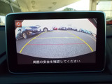 駐車支援もバッチリ♪バックカメラ、リアパーキングセンサー付き♪後退時に接近してくる車両を検地し、ドライバーに警告を促すRCTA(リアクロストラフィックアラート)も付いてますヨ♪