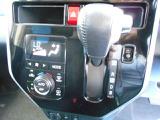 オートエアコンで車内快適♪ご希望の温度に設定すれば風向きや風量を自動で調整してくれますよ!