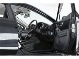 各装備が機能的に収まった運転席◎充実の安全装備やオーディオ環境も着座したまま各操作がし易い設計となっております◎