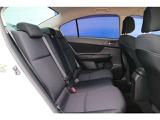 セカンドシートは足元も広々♪ドアの開口面積も広いので乗り降りがラクラク、くつろぎの時間を過ごして頂けます。